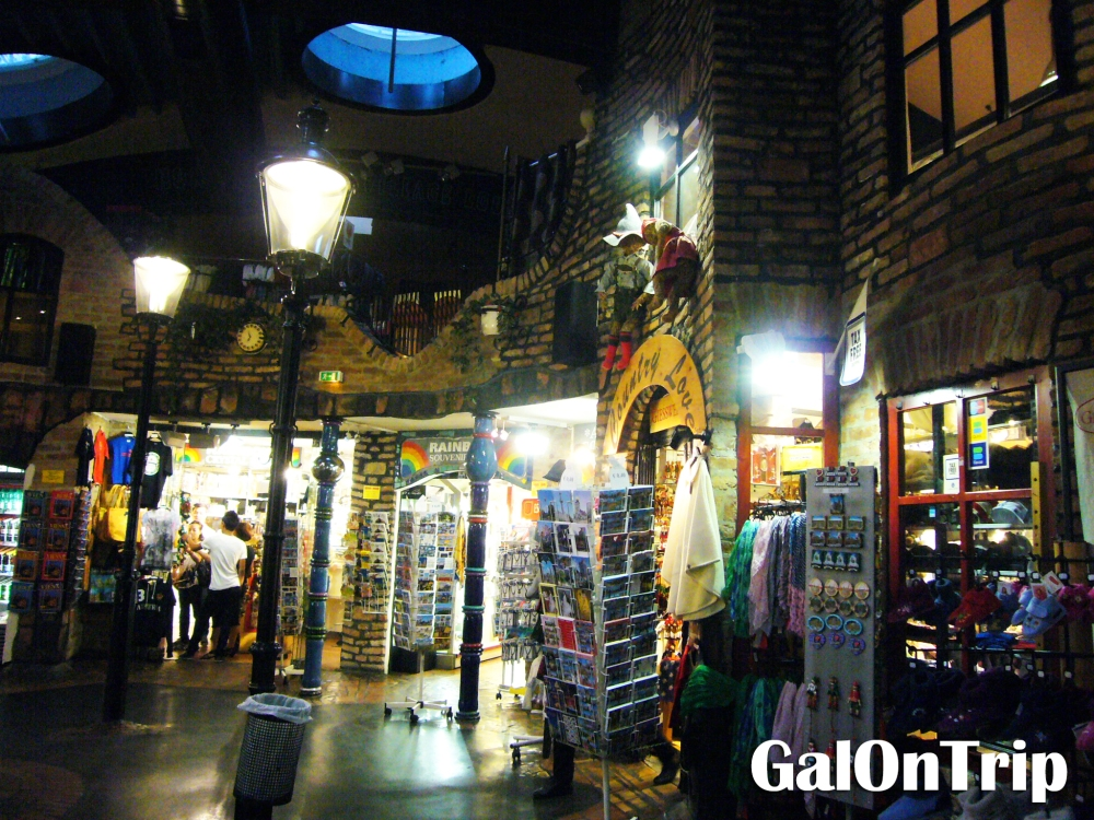 hundertwasser village interior